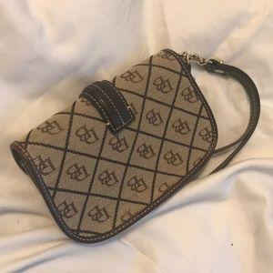 Dooney & Bourke Bags - 🥃-DOONEY & BOURKE- Canvas quilted brown wristlet